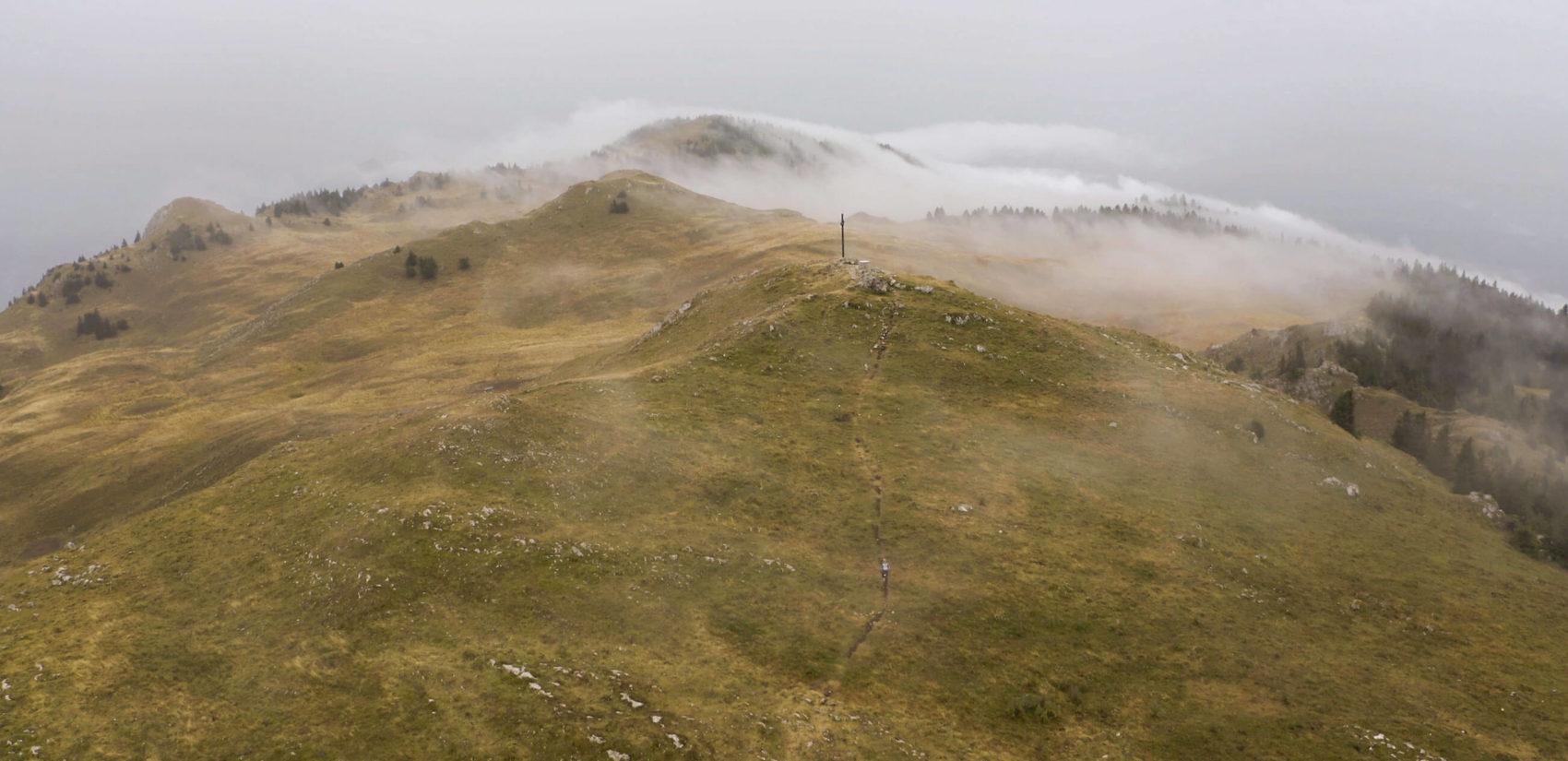 vue panoramique en drone du cret de la goutte